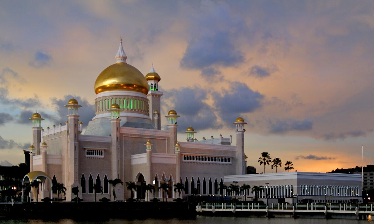 Sultan Omar Ali Saifuddin Mosque in the capital Bandar Seri Begawan stood ready in 1958 and is considered the country's largest landmark.